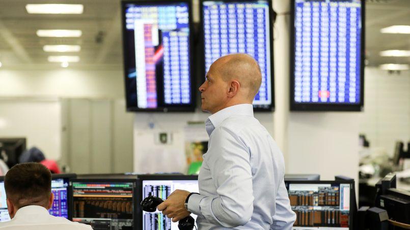 La Bourse de Paris poursuit son redressement