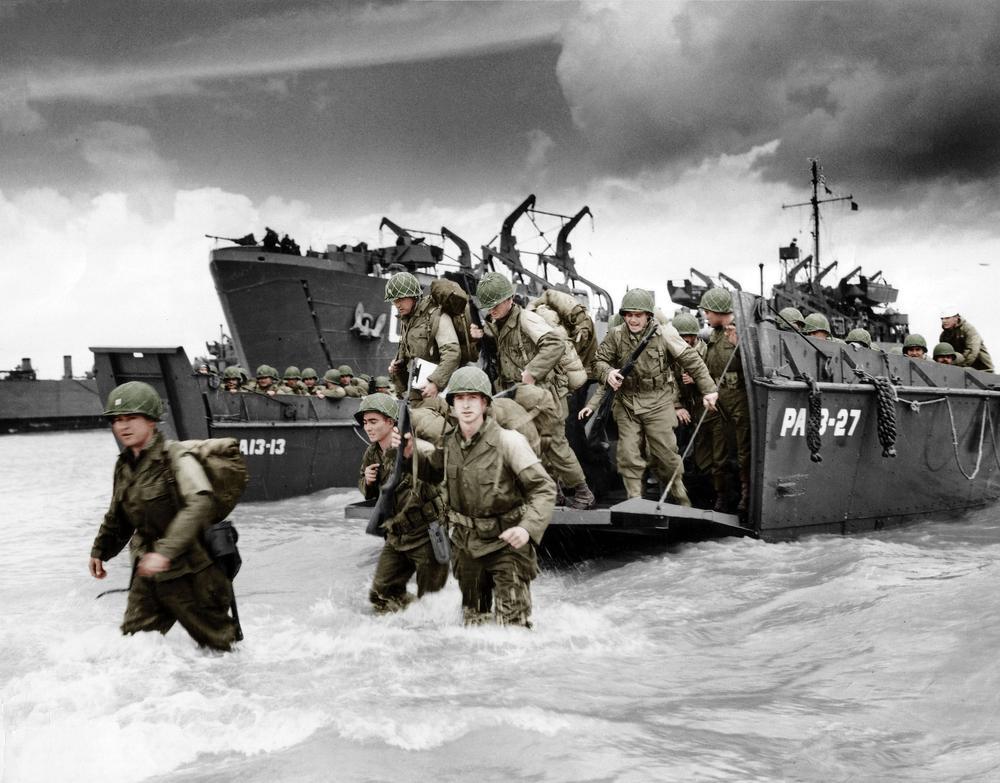 Préparatifs du débarquement de Normandie (qui aura lieu le 6 juin 1944, opération Overlord) a Slapton Sands, en Angleterre.