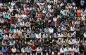 Une foule de musulmans prie à Jérusalem-Est pour le 1er vendredi du ramadan
