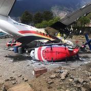 EN IMAGES - Népal: un avion percute deux hélicoptères