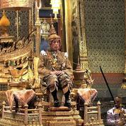 Thaïlande : couronné, le roi Maha Vajiralongkorn lance un appel à «la paix»