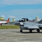 EN VIDÉO - Indonésie: atterrissage en urgence d'avions de chasse français