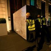 Londres: des militants de Greenpeace bloquent le siège de BP avec des conteneurs