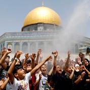 Une immense foule de musulmans prie à Jérusalem