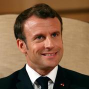 Notre-Dame: Macron salue le dévouement des sapeurs-pompiers