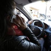 Sécurité routière: le téléphone au volant est devenu un «fléau»