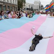 EN IMAGES - Ukraine: la gay pride réunit des milliers de personnes à Kiev