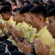 Thaïlande: les «enfants de la grotte» rendent hommage à un sauveteur décédé