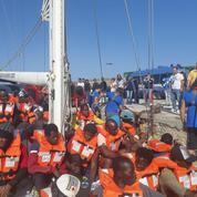 Italie : un navire humanitaire accoste de force à Lampedusa