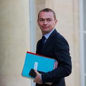 Moins de fonctionnaires: objectif «extrêmement difficile à atteindre» pour l'État, selon Dussopt