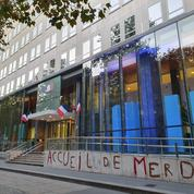 Aide médicale d'Etat : des militants taguent le ministère de la Santé