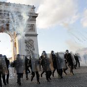 «Gilets jaunes»: deux policiers renvoyés en correctionnelle pour des violences à Paris