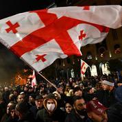 Géorgie : la police disperse les manifestants avec des canons à eau