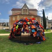 Poitiers : une oeuvre d'art en hommage aux migrants incendiée
