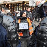 Manifestation surprise de cheminots grévistes à la gare de Lyon