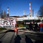 Blocage des raffineries : le risque de pénurie est-il réel ?