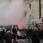 Retraites : le siège de BlackRock à Paris investi par des grévistes de la SNCF et de la RATP