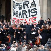 Nouveau spectacle devant l'Opéra Garnier contre la réforme des retraites
