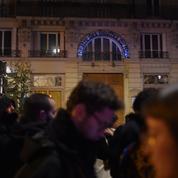 Les questions qui se posent après le rassemblement devant le théâtre où se trouvait Emmanuel Macron