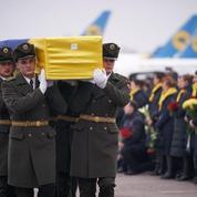 Avion abattu: les corps des victimes ukrainiennes rapatriés d'Iran