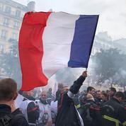 En colère, les pompiers défilent de nouveau à Paris ce mardi