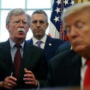 Destitution: John Bolton met à mal la défense de Donald Trump