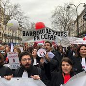 «C'est une honte, c'est du vol» : à Paris, les avocats ont défilé contre la réforme des retraites