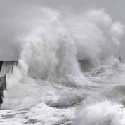 Tempête Inès: vents violents et risque de submersion sur les côtes du nord