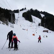 Opération tractage de saisonniers des remontées de ski en plein chassé-croisé