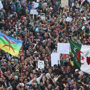 Algérie: des milliers de personnes à Alger ont fêté l'an un du Hirak
