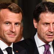 Macron à Naples pour un sommet avec l'Italie perturbé par le coronavirus