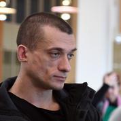 Violences lors du Réveillon: Pavlenski mis en examen et placé sous contrôle judiciaire