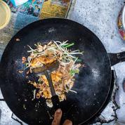 Le pad thaï, l'assiette reine des rues de Bangkok