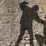 Une femme mortellement poignardée à Paris
