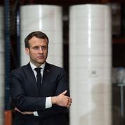 Coronavirus : Macron rencontre les agents mobilisés pour assurer le rapatriement des Français à l'étranger