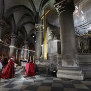 Prières dans Notre-Dame vide pour le Vendredi Saint, un an après l'incendie