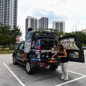 Coronavirus : un couple de globe-trotteurs confiné sur un parking de Floride