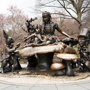 Un New-Yorkais menace de faire sauter la statue d'Alice au pays des merveilles à Central Park