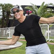 Jean-Claude Van Damme arrête une Bentley à mains nues pour sauver un chien