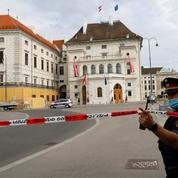 Autriche: le président placé en lieu sûr après une alerte à la bombe