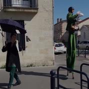 «Oyez oyez, confinés !» Les crieurs de rues redonnent de la voix à Bordeaux