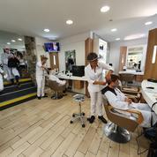 «Pas de place avant fin mai» : chez les coiffeurs, les délais d'attente explosent