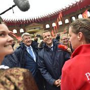 Puy du Fou : Emmanuel Macron accusé de favoritisme envers Philippe de Villiers