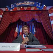 Au cirque, à l'église ou au jardin : ces maires élus dans des conditions insolites
