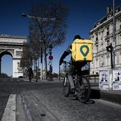 En colère, des livreurs sans-papiers manifestent devant des locaux parisiens de Frichti