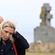 Appel du 18 juin : Marine Le Pen débarque par surprise sur l'île de Sein, huée par les habitants