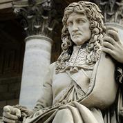 «Négrophobie d'État» : la statue de Colbert taguée devant l'Assemblée nationale