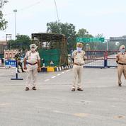 Inde: huit policiers tués dans une embuscade