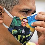 Brésil: pour ses fidèles, Bolsonaro fait un sans-faute face au coronavirus