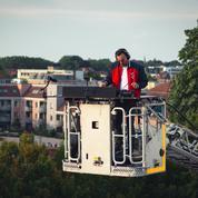 À Lille, un DJ en haut de l'échelle pour un bal des pompiers virtuel